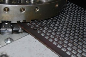 Đột dập CNC kim loại - HHT Metals